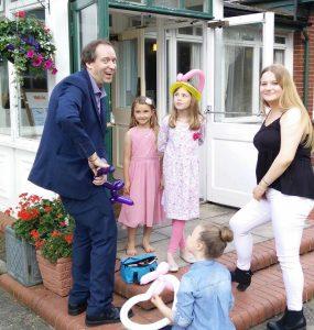 balloon modelling magic show children
