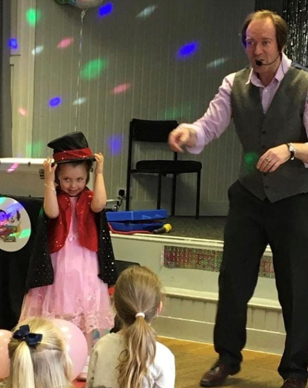 Hull Beverley Magician Entertainer for children's kids shows and parties