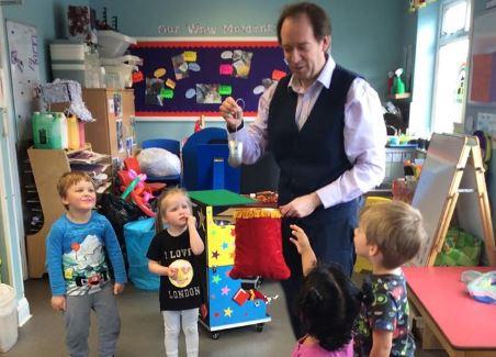 Magician magic entertainer balloon modelling shows entertainer for children